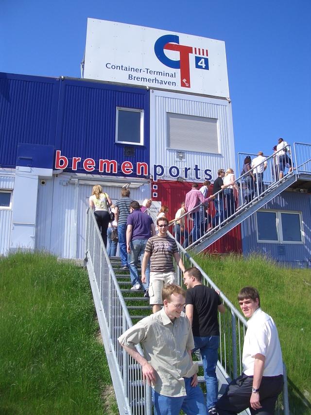 Erkundung des Baufortschritts des neuen Containerterminals CT4  in Bremerhaven