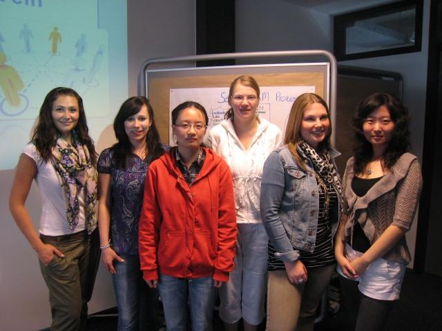 Masterinnen im Labor Marketing und Multimedia (MuM) an der Hochschule Bremerhaven