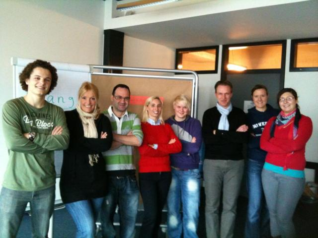 Sönke Rolf Weerts mit Studierenden im Master Management im Mittelstand (MiM) im Labor Marketing und Multimedia (MuM)