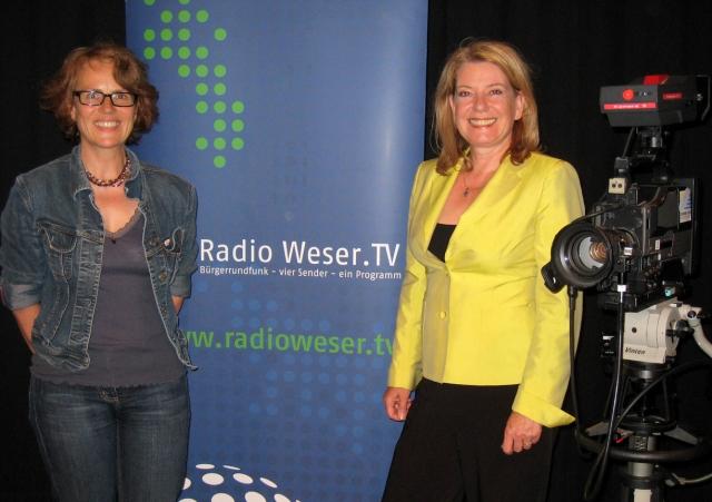 Sabine Hartmann und Heike Simmet im Studio bei Radio Weser TV