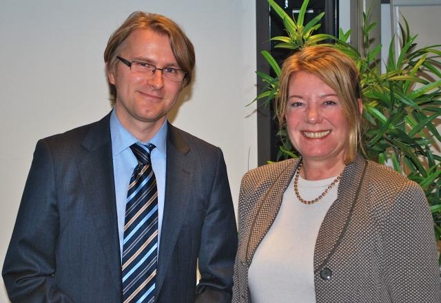 Jan-Christoph Wolken und Heike Simmet im Labor Marketing und Multimedia an der Hochschule Bremerhaven